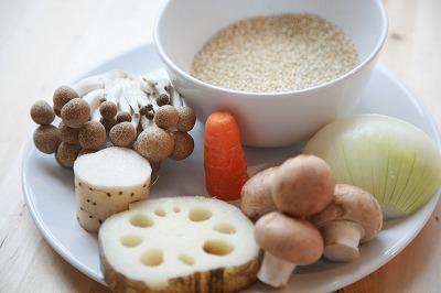 クリーミー豆乳キノコソースがけキヌアのハンバーグ