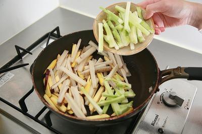 なつかしさとホッとした気持ちにしてくれる根菜のほくほくきんぴら7