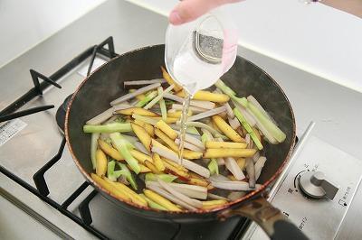 なつかしさとホッとした気持ちにしてくれる根菜のほくほくきんぴら8