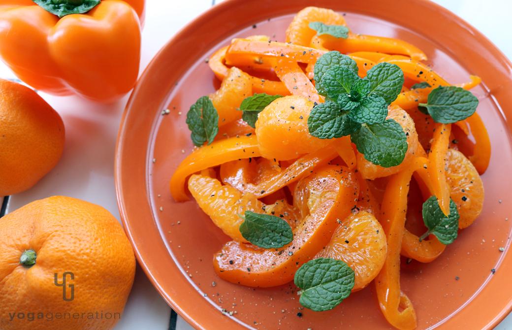 橙色の皿に盛りつけた橙エネルギーのサラダ